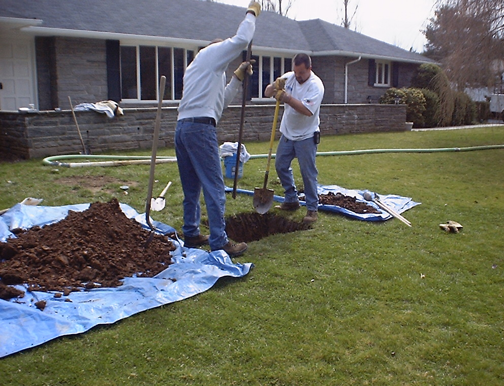 Realty reality private septic systems and inspection for Septic tank distribution box location